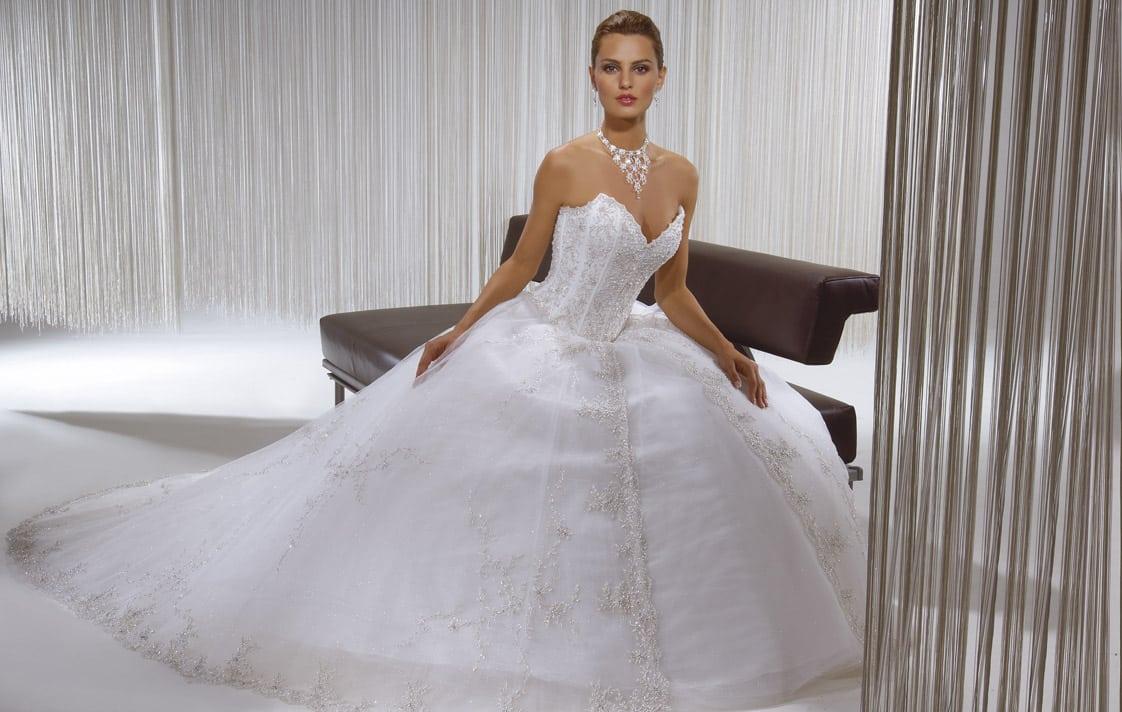 Une robe de mariée parfaite pour femme mince