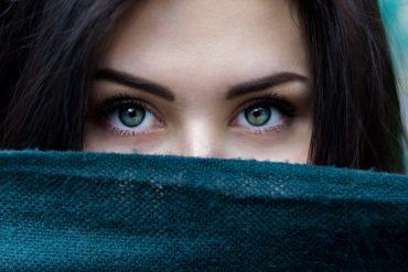 Les sourcils structurent le visage